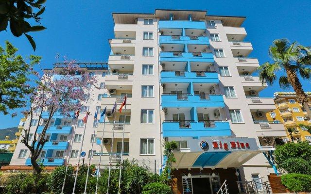 Отель Big Blue Suite Аланья вид на фасад