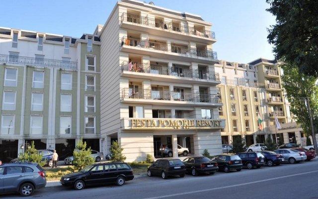 Отель Festa Pomorie Resort Болгария, Поморие - 1 отзыв об отеле, цены и фото номеров - забронировать отель Festa Pomorie Resort онлайн вид на фасад