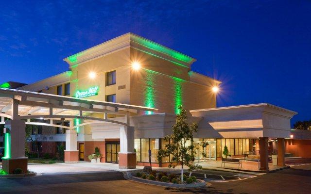 Отель Holiday Inn Bloomington Airport South Mall Area Блумингтон вид на фасад