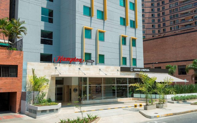 Отель Hampton by Hilton Cali вид на фасад