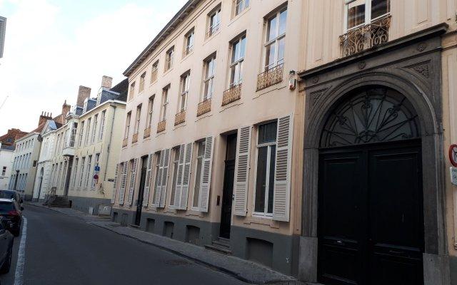 Отель La Maison Zenasni Брюгге вид на фасад