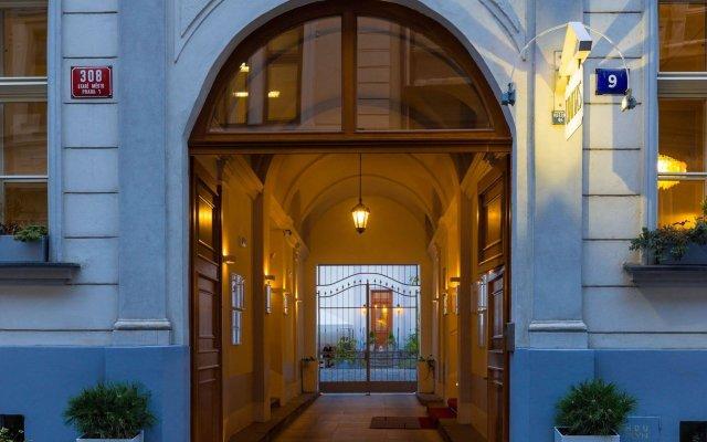Отель Unitas Hotel Чехия, Прага - 9 отзывов об отеле, цены и фото номеров - забронировать отель Unitas Hotel онлайн вид на фасад