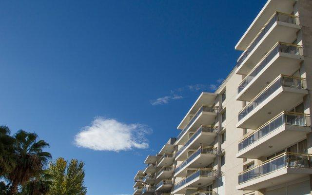 Отель Apartamentos Los Peces Rentalmar Испания, Салоу - 1 отзыв об отеле, цены и фото номеров - забронировать отель Apartamentos Los Peces Rentalmar онлайн вид на фасад