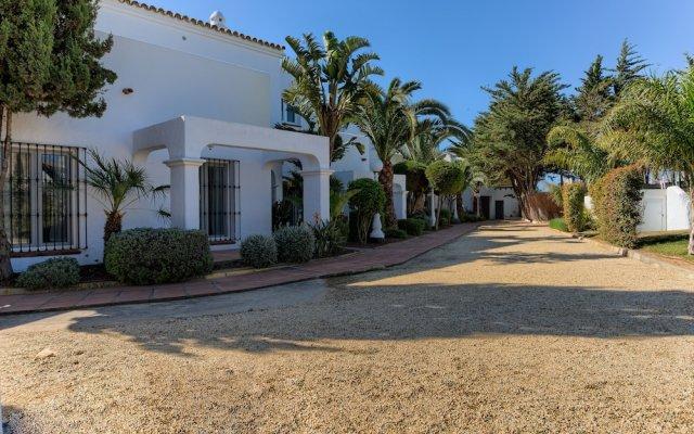 Отель Villas Flamenco Beach Conil вид на фасад