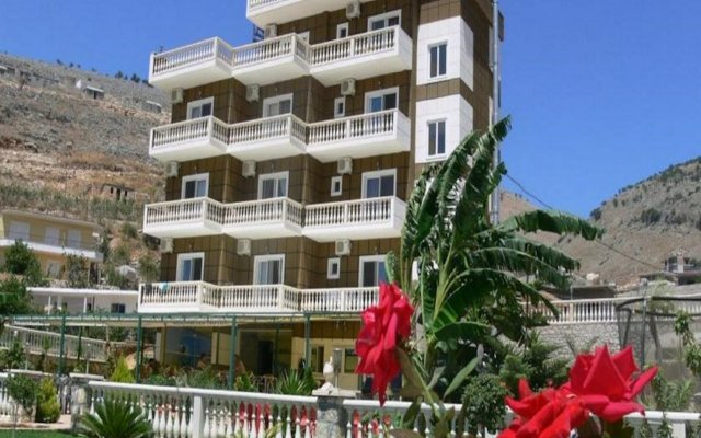 Отель Mucobega Hotel Албания, Саранда - отзывы, цены и фото номеров - забронировать отель Mucobega Hotel онлайн вид на фасад