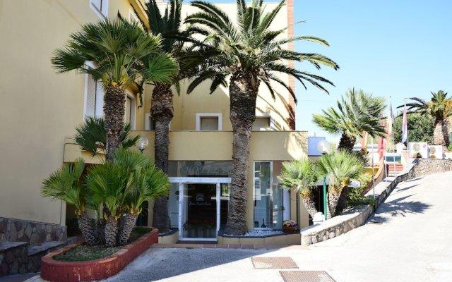 Отель Palm Beach Hotel Италия, Чинизи - 1 отзыв об отеле, цены и фото номеров - забронировать отель Palm Beach Hotel онлайн вид на фасад