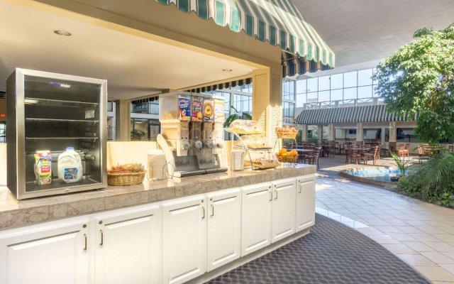 Отель Days Inn Columbus Airport вид на фасад