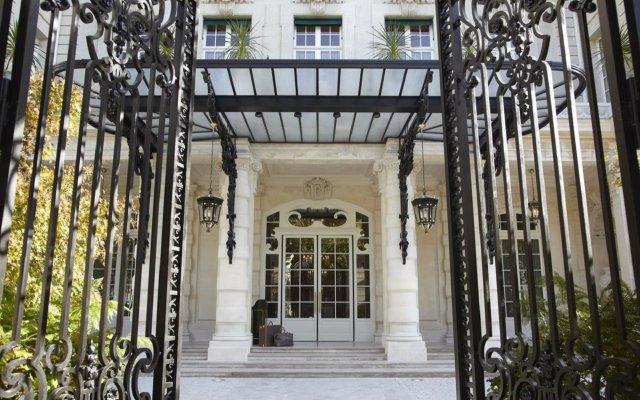 Shangri-La Hotel Paris Париж вид на фасад