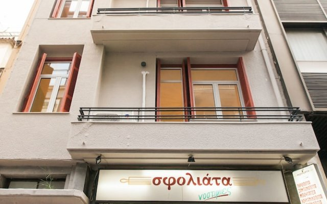 Отель Karitsi Place вид на фасад