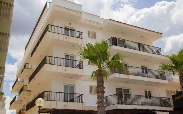 Отель Apartamentos Charly's Can Picafort вид на фасад