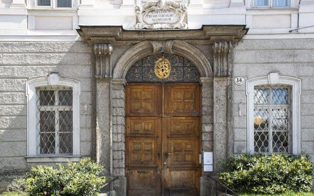 Отель Gästehaus Im Priesterseminar Salzburg Зальцбург вид на фасад