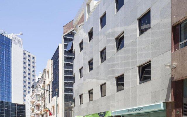 Отель Hello Lisbon Marques de Pombal Apartments Португалия, Лиссабон - отзывы, цены и фото номеров - забронировать отель Hello Lisbon Marques de Pombal Apartments онлайн вид на фасад
