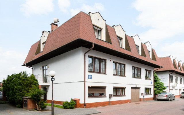 Апартаменты 404 Rooms & Apartments Варшава вид на фасад