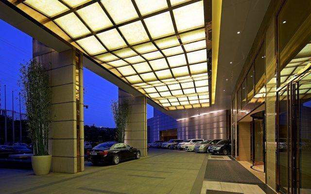 Отель Crowne Plaza Xian вид на фасад