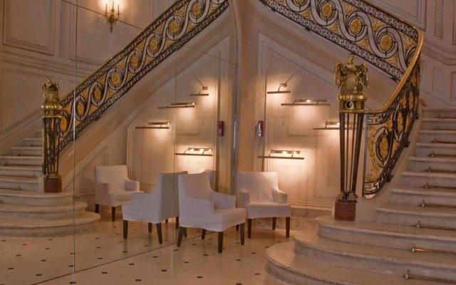 Отель La Maison Champs Elysees Париж вид на фасад