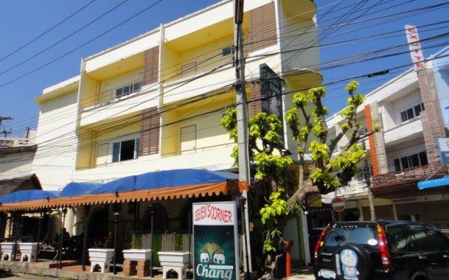 Отель Yellow House вид на фасад