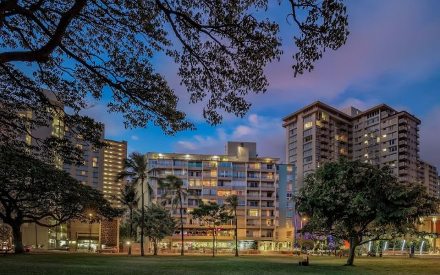 Отель Castle Waikiki Grand Hotel США, Гонолулу - отзывы, цены и фото номеров - забронировать отель Castle Waikiki Grand Hotel онлайн вид на фасад
