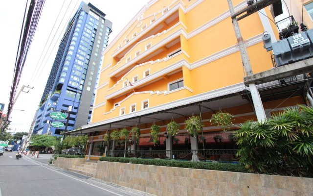 Отель Sabai Inn вид на фасад