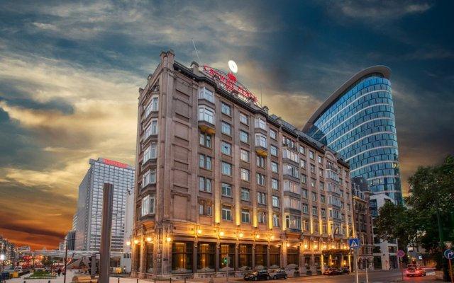 Отель Crowne Plaza Brussels - Le Palace вид на фасад