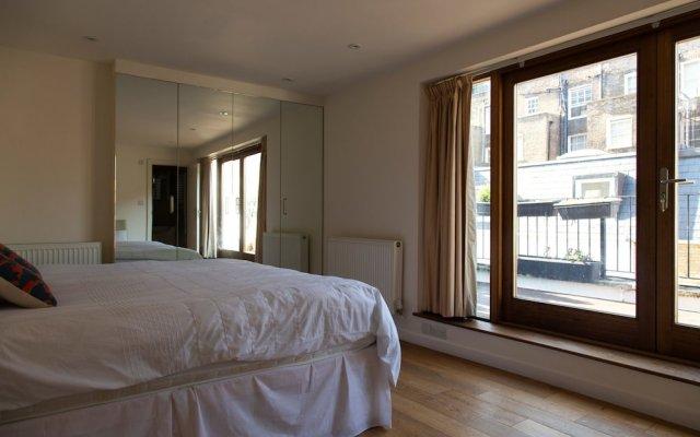 Отель 3 Bedroom House In Bayswater Лондон комната для гостей