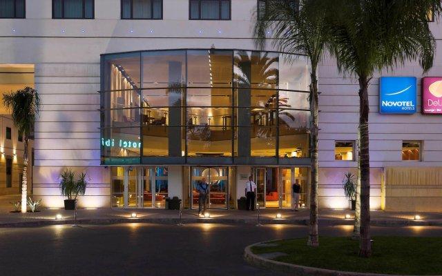 Отель Novotel Casablanca City Center Марокко, Касабланка - 1 отзыв об отеле, цены и фото номеров - забронировать отель Novotel Casablanca City Center онлайн вид на фасад