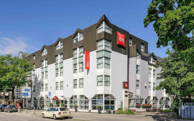 Отель ibis Muenchen City Nord вид на фасад