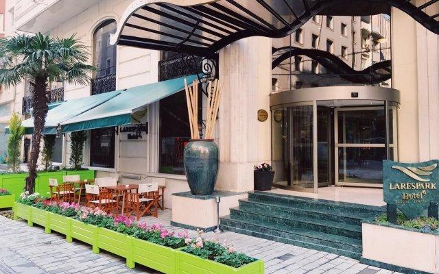 Lares Park Hotel вид на фасад