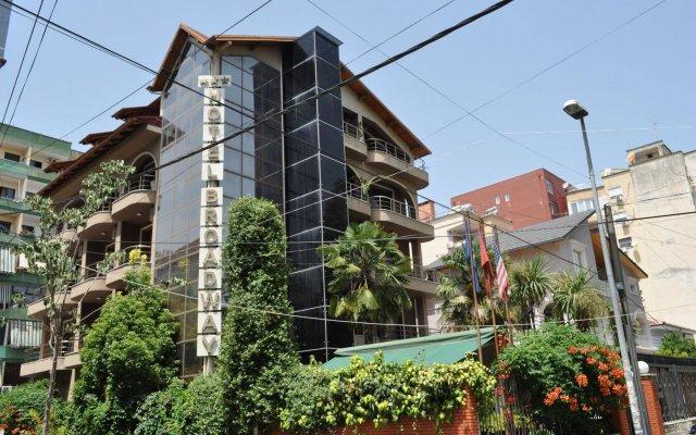Отель Broadway Hotel Албания, Тирана - отзывы, цены и фото номеров - забронировать отель Broadway Hotel онлайн вид на фасад
