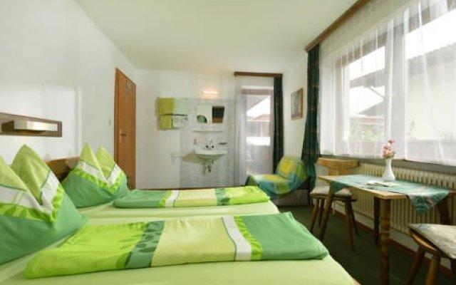 Отель Frühstückspension Sport Mayr Австрия, Зёлль - отзывы, цены и фото номеров - забронировать отель Frühstückspension Sport Mayr онлайн комната для гостей