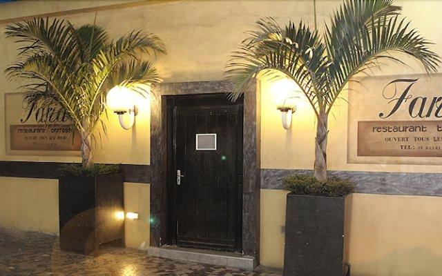Отель Hôtel & Restaurant Farid вид на фасад