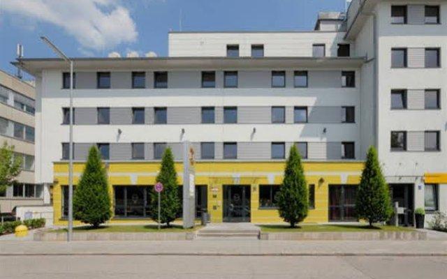 Отель B&B Hotel Munchen City-Nord Германия, Мюнхен - отзывы, цены и фото номеров - забронировать отель B&B Hotel Munchen City-Nord онлайн вид на фасад