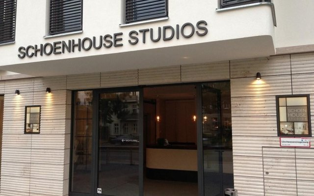Отель Schoenhouse Studios вид на фасад