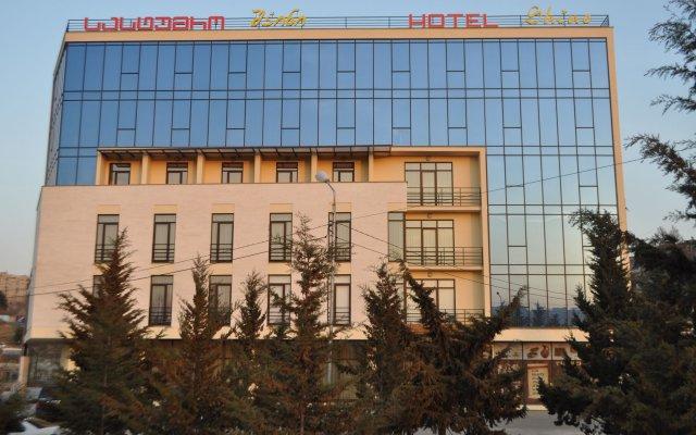 Отель Shine Palace вид на фасад