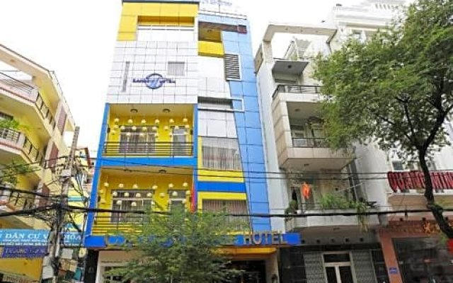 Rainbow Hotel вид на фасад