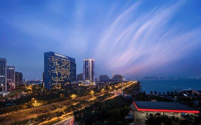 Отель DoubleTree by Hilton Hotel Xiamen - Wuyuan Bay Китай, Сямынь - отзывы, цены и фото номеров - забронировать отель DoubleTree by Hilton Hotel Xiamen - Wuyuan Bay онлайн вид на фасад