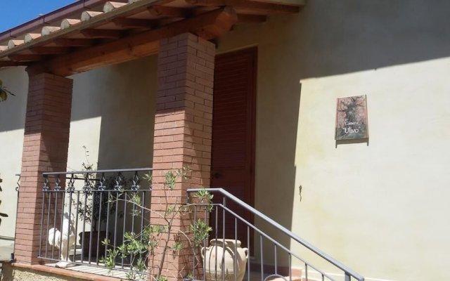Отель Le Camere di Nonna Mara Монтескудаио вид на фасад