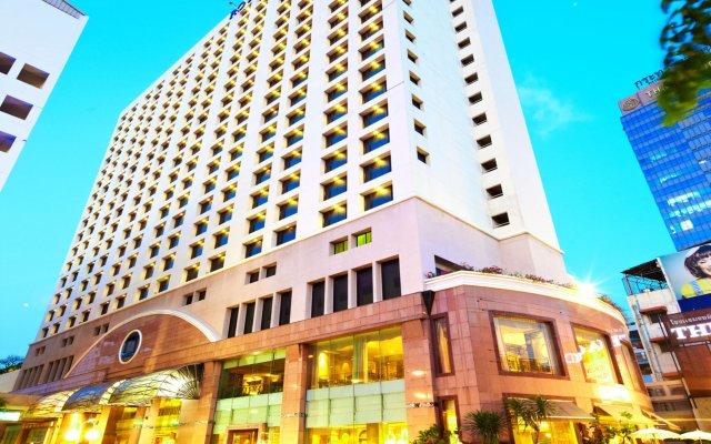The Royal City Hotel вид на фасад