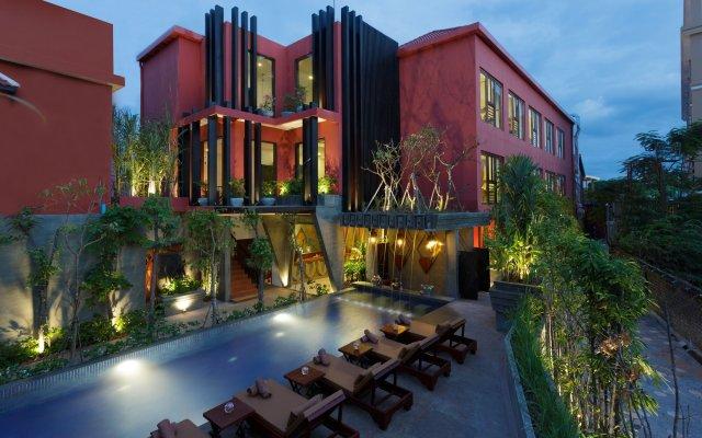 Отель Golden Temple Villa вид на фасад