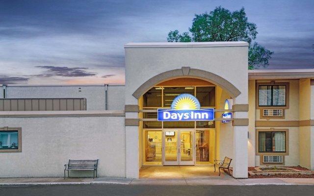 Отель Days Inn by Wyndham Bloomington West США, Блумингтон - отзывы, цены и фото номеров - забронировать отель Days Inn by Wyndham Bloomington West онлайн вид на фасад