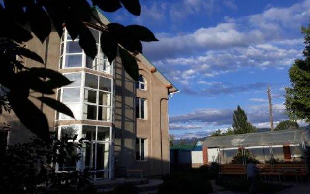 Отель Teskey B&B Кыргызстан, Каракол - отзывы, цены и фото номеров - забронировать отель Teskey B&B онлайн вид на фасад