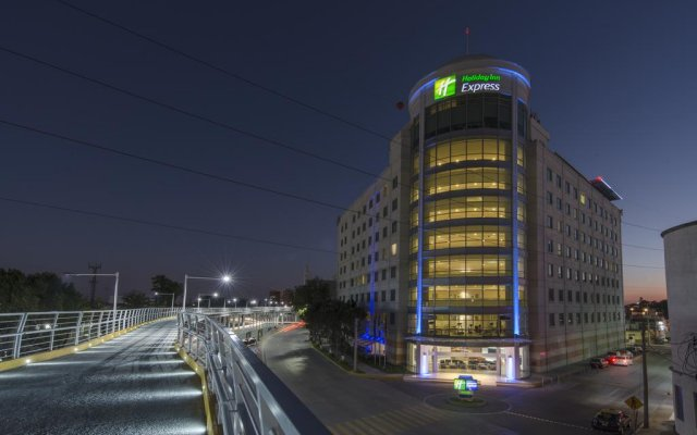 Отель Holiday Inn Express Puebla вид на фасад