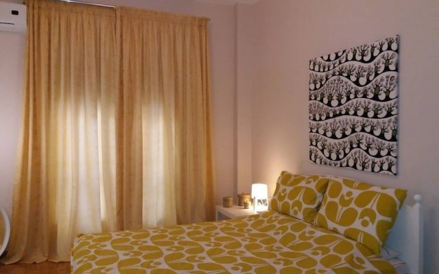 Отель Trendy Urban Home in Athens - 5' to Metro Station комната для гостей