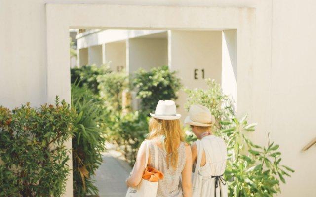 Отель Escape Beach Resort вид на фасад