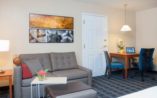 Отель TownePlace Suites by Marriott Indianapolis - Keystone комната для гостей