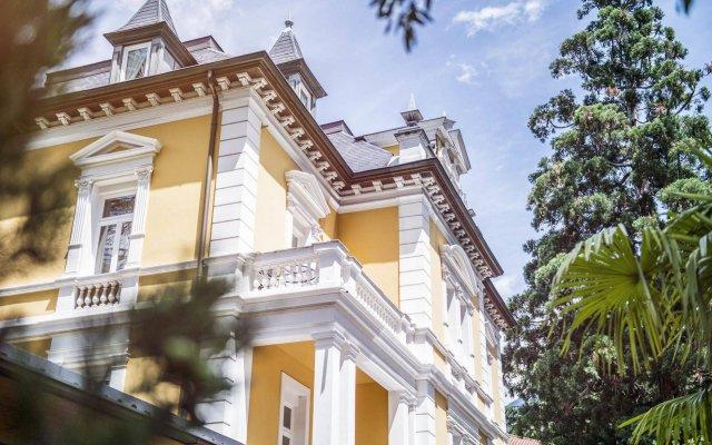 Отель Villa Helvetia Меран вид на фасад
