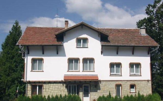Family Hotel Nezabravka Боженци вид на фасад