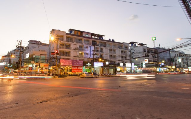 Отель Patong Buri вид на фасад
