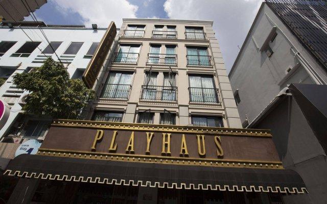 Отель PlayHaus Thonglor вид на фасад