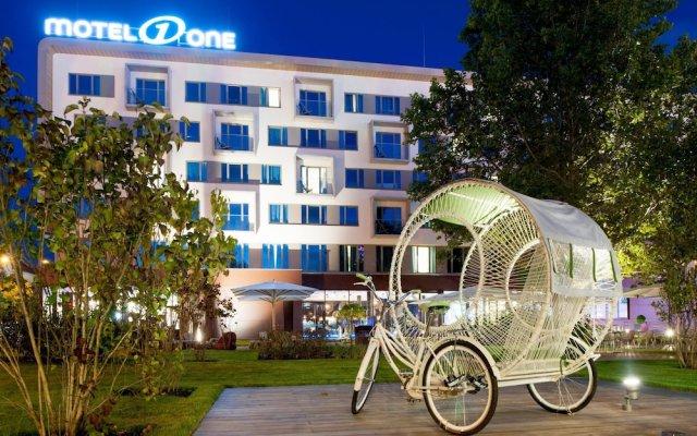 Отель Motel One Wien-Prater вид на фасад