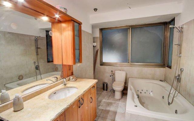 Urban Apartment With Jacuzzi Near Sarona